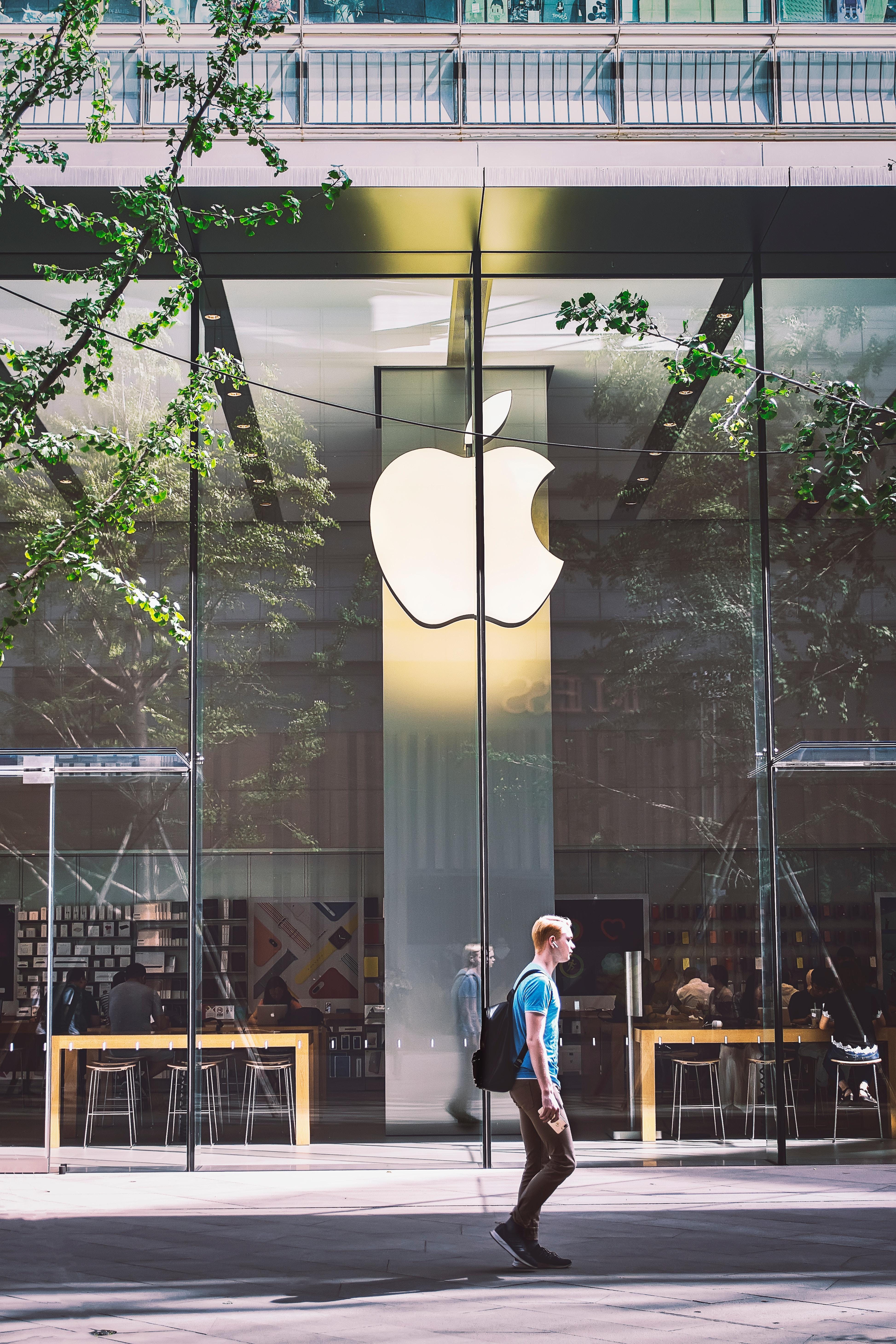 Nuovo Apple store a Milano: cosa è cambiato dal primo negozio ad oggi?